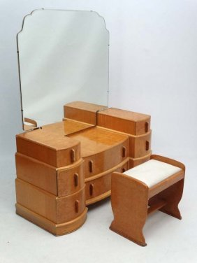 Art Deco : A Burr Maple Dressing Table And Matching