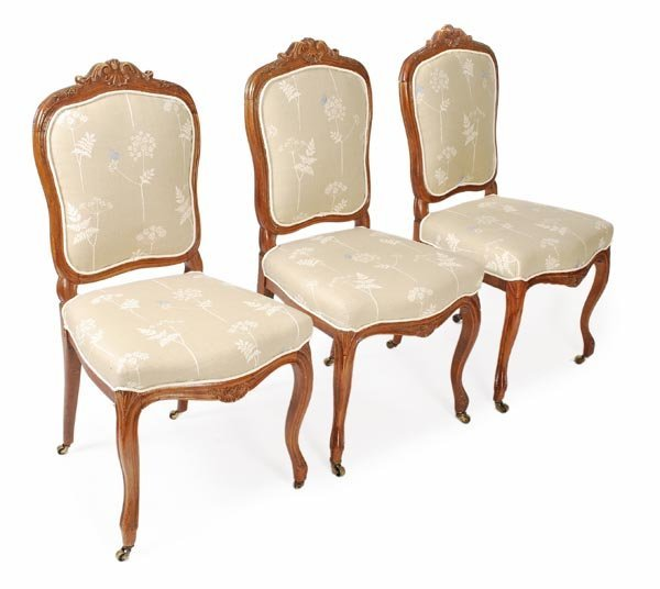 A set of six French Provincial dining room chairs Lot 412 : 157985532l from www.liveauctioneers.com size 600 x 536 jpeg 35kB