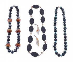 A Snowflake Obsidian And Agate Bead Necklace