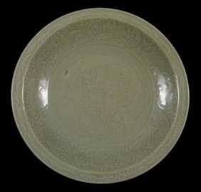 A Good Large Longquan Celadon Dish, Ming Dynasty,