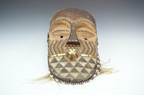 CARVED WOOD AND POLYCHROME AFRICAN MASK, ZAIRE