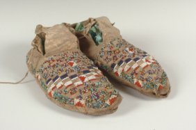 BEADED NATIVE AMERICAN MOCCASINS CIRCA 1900