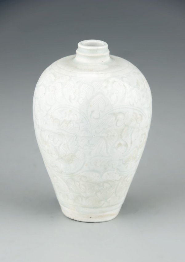 A Chinese Qingbai Meiping Porcelain Vase Lot 141