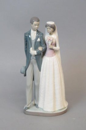 Lladro Porcelain Figurine Of A Bride And Groom,