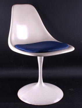 Mid Century Eero Saarinen Tulip Fiberglass Chair