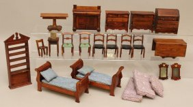 "LOT OF MARKED ""TYNIE TOY"" WOODEN DOLL HOUSE FURNITURE."