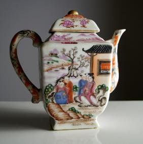 FINE CHINESE EXPORT PORCELAIN DECORATED TEAPOT, 18/19TH