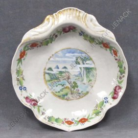CHINESE EXPORT DECORATED PORCELAIN SHAPED DISH