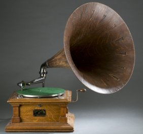 Victor Talking Machine Phonograph W/ Oak Horn.