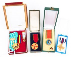 Mixed Lot Of Cased Military Medals