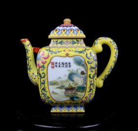 A Top Chinese Qing Famille Rose Porcelain Teapot
