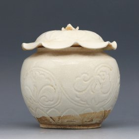A Chinese Song Ding Kiln Moon White Glaze Porcelain Jar