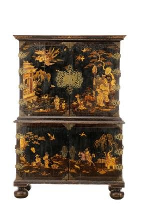William & Mary Japanned Collector\'s Cabinet