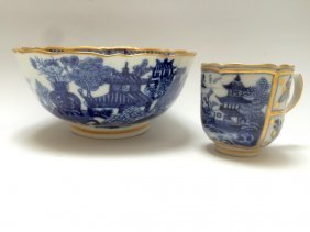 Chinese Export Blue And White Figures On Bowl And Cup