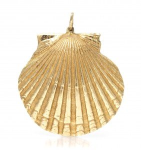 A 14 Karat Yellow Gold Seashell Pendant. 9.50 Dwts
