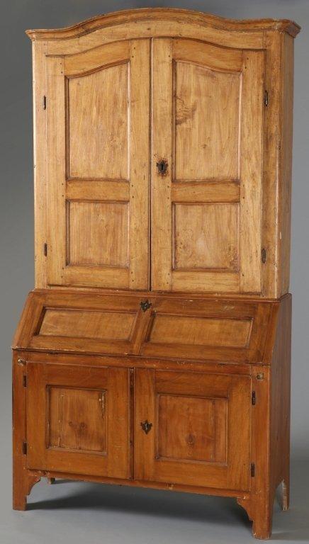 Mobile rustico a doppio corpo in legno dolce : Lot 813