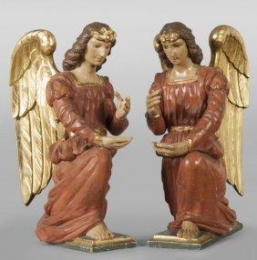 Coppia Di Angeli Genuflessi In Legno Intagliato