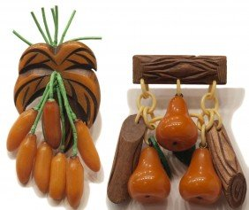 VINTAGE BAKELITE BANANA & PEAR BROOCHES PINS