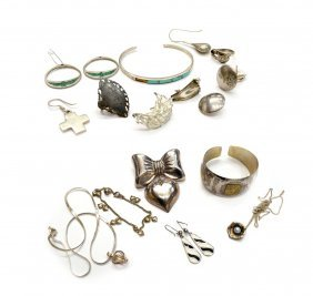 GROUP OF VINTAGE STERLING SILVER JEWELRY