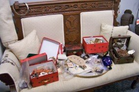 VERY LARGE LOT OF VINTAGE COSTUME JEWELRY