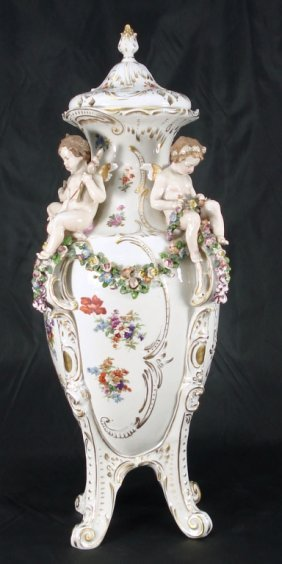 Capodimonte Urn With Cherubs