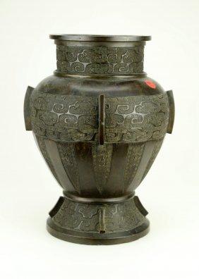 A Bronze Archaistic Hu Vase. 17th-18th Century . J036.