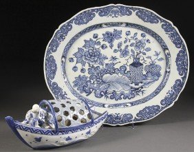 A CHINESE CANTON PORCELAIN BLUE  WHITE PLATTER