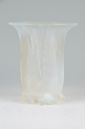 "R. Lalique ""eucalyptus"" Vase In Clear Glass In"