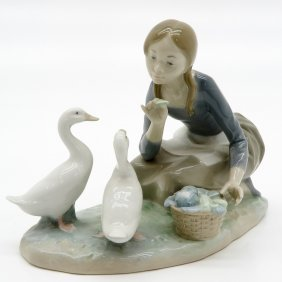 Lladro Figurine Of Girl Feeding Geese