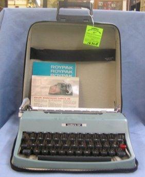 Vintage Olivetti Underwood Lettera 32 Typewriter