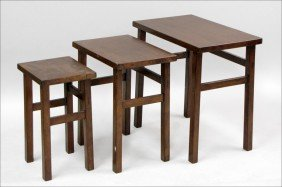 SET OF THREE MISSION STYLE OAK NESTING TABLES.