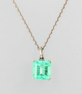 18 Kt Gold Pendant With Emerald