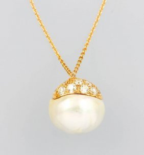18 Kt Gold Pendant With Cultured South Seas Pearl And