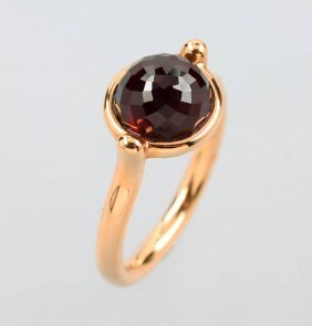18 Kt Gold Ring With Garnet
