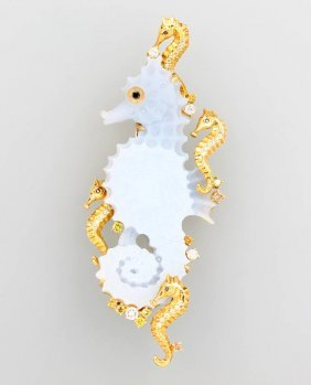18 Kt Gold Brooch/pendant 'sea Horse'' With Chalcedony