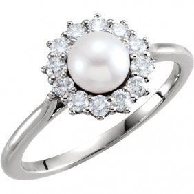 14kt White Pearl & 1/3 Ctw Diamond Ring