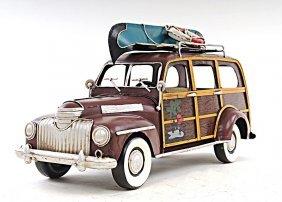 1947 Chevrolet Suburban W/canoe 1:12