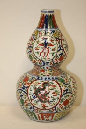 A Wucai Double Gourd Vase