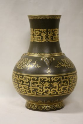 A Magnificent Chinese Teadust Porcelain Vase