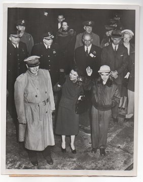 Macarthur With Wife & Son