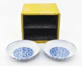 PAIR OF BLUE AND WHITE PLATES IN ORG. BOX