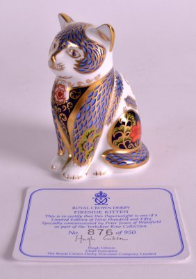 A Royal Crown Derby Fire Side Cat Paperweight.