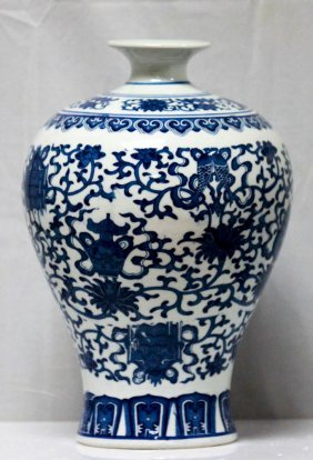 Oriental Chinese Porcelain Vase
