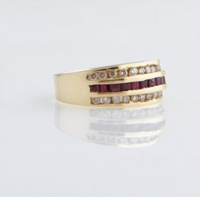 Lady's 14k Yellow Gold Dinner Ring, With A Central Band