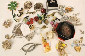 Group Lot Vintage Jewelry Pins Rings 30