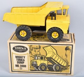 Tonka #3900 Mighty Dump Truck W/ Box