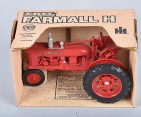 1986 Ertl Farmall H Tractor W/ Box