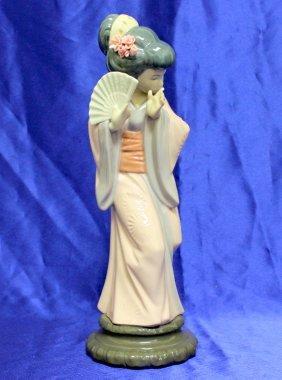 Lladro Figurine Timid Japanese Geisha Girl