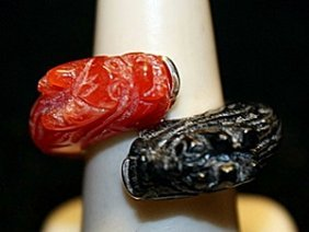Gorgeous Black Onyx & Coral Dragons Ss Ring. (760l)