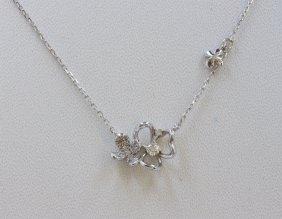 14k White Gold Pendant With Chain :2.5g/diamond:0.23ct